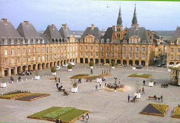 Place ducale sortie charleville mezieres - Office du tourisme charleville mezieres ...