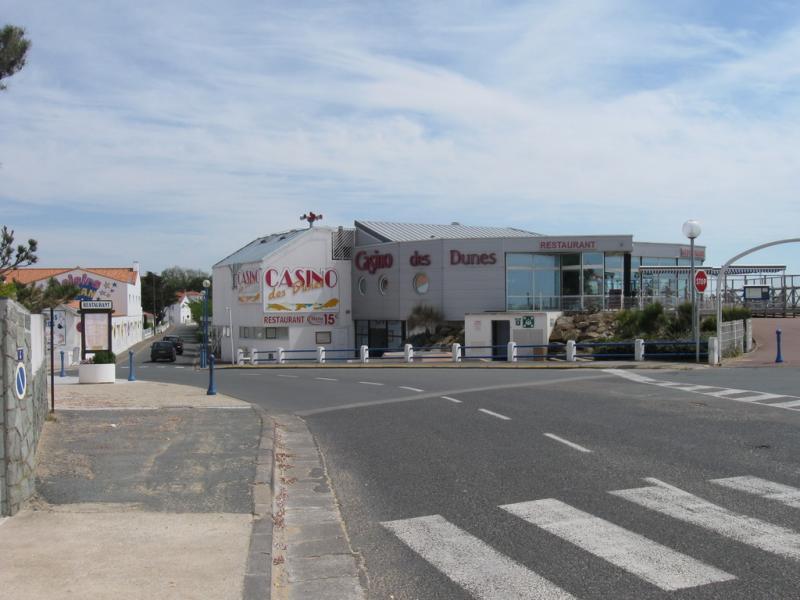 Restaurant casino la faute sur mer lady gaga poker face costume uk